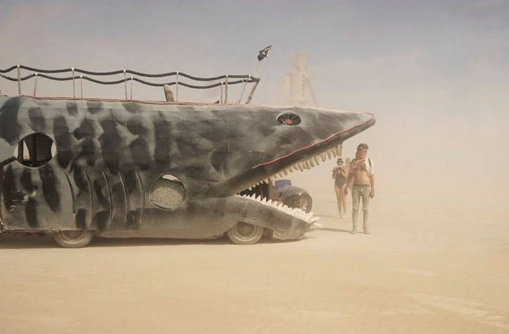 Victor-Habchy_Burining-Man-2014_shark-car