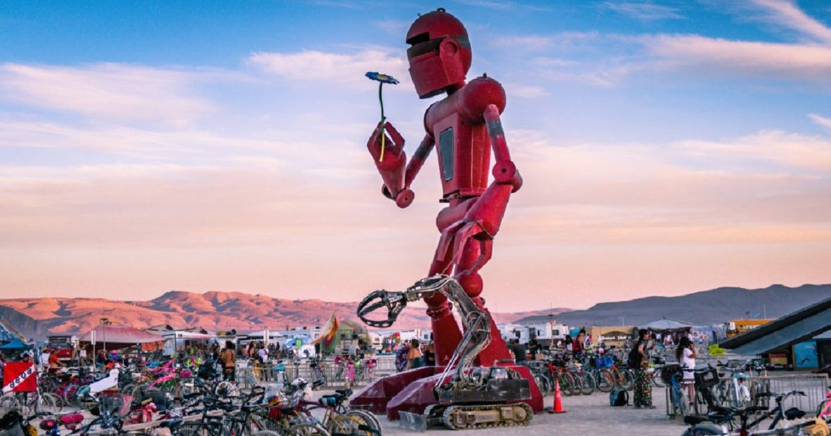 Burning-Man-2018_I-Robot