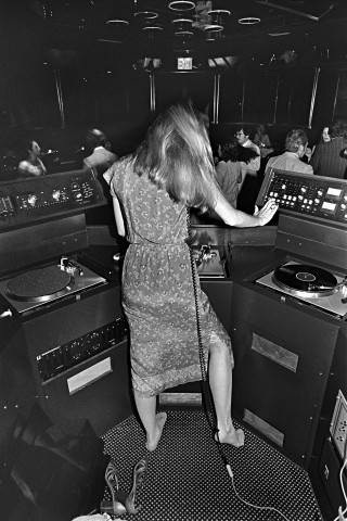 Disco-by-Bill-Bernstein_7_DJ-at-Sybils-1979