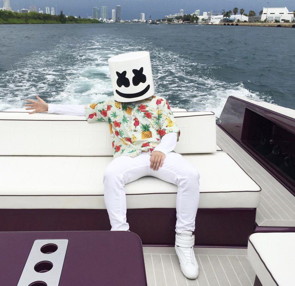 worse-dresssed-DJ-2017_Marshmello-beach