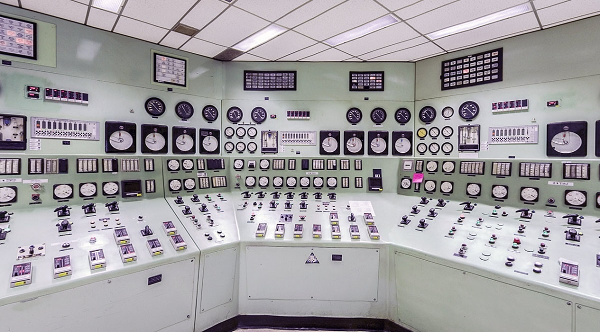 Soviet-powerplant-control-room_2