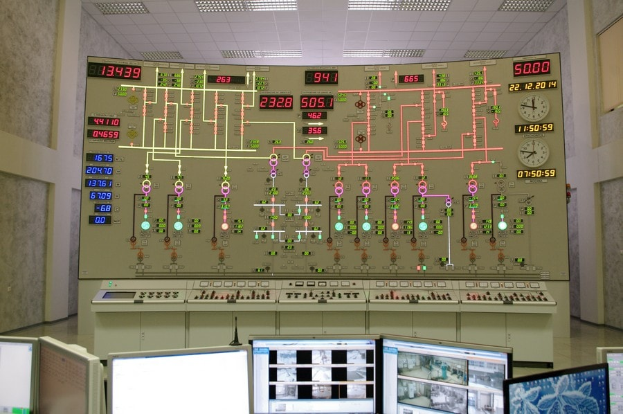 Soviet-powerplant-control-room_3