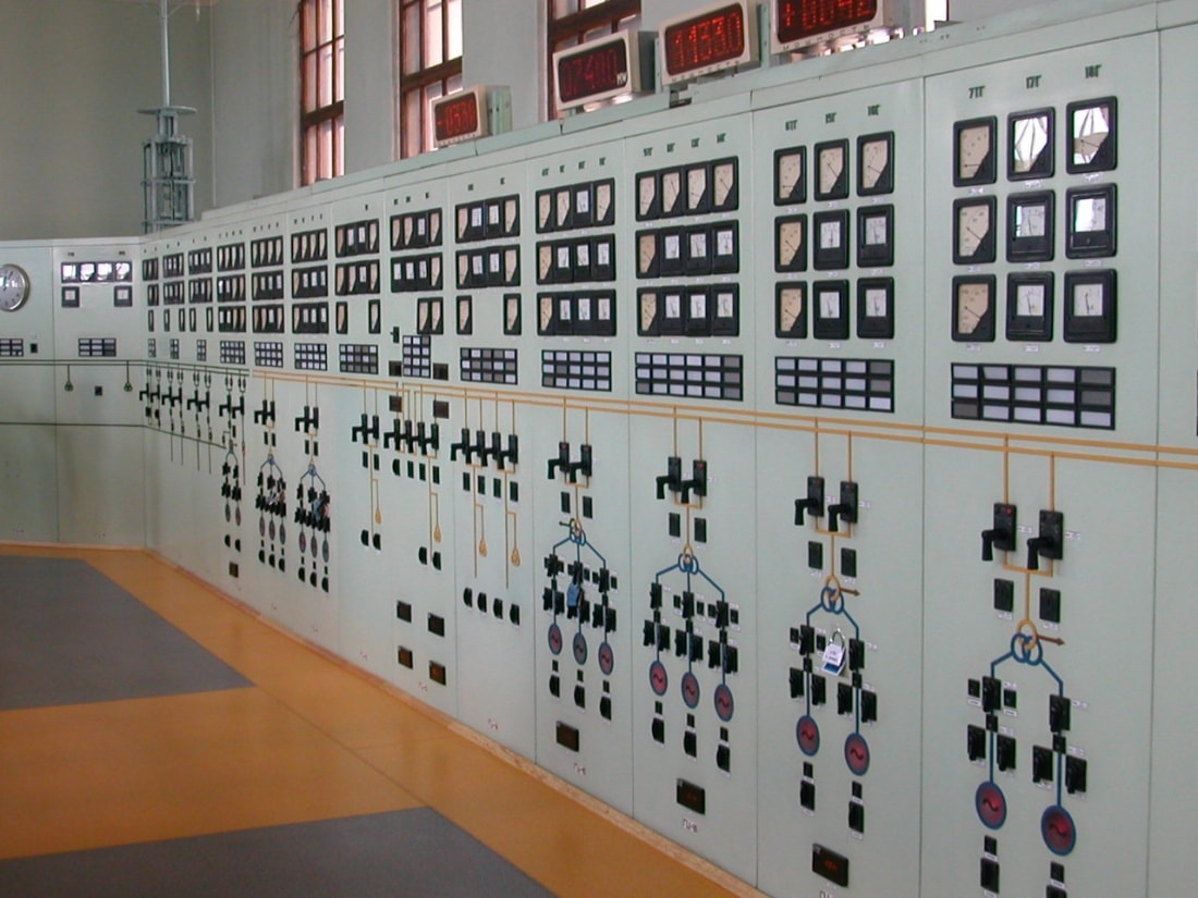 Soviet-powerplant-control-room_4