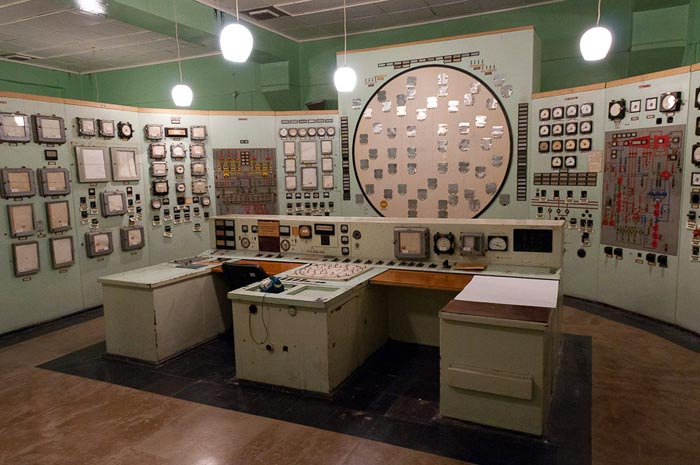 Soviet-powerplant-control-room_5