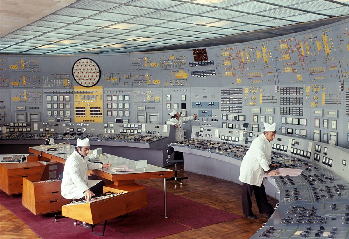 Soviet-powerplant-control-room_7