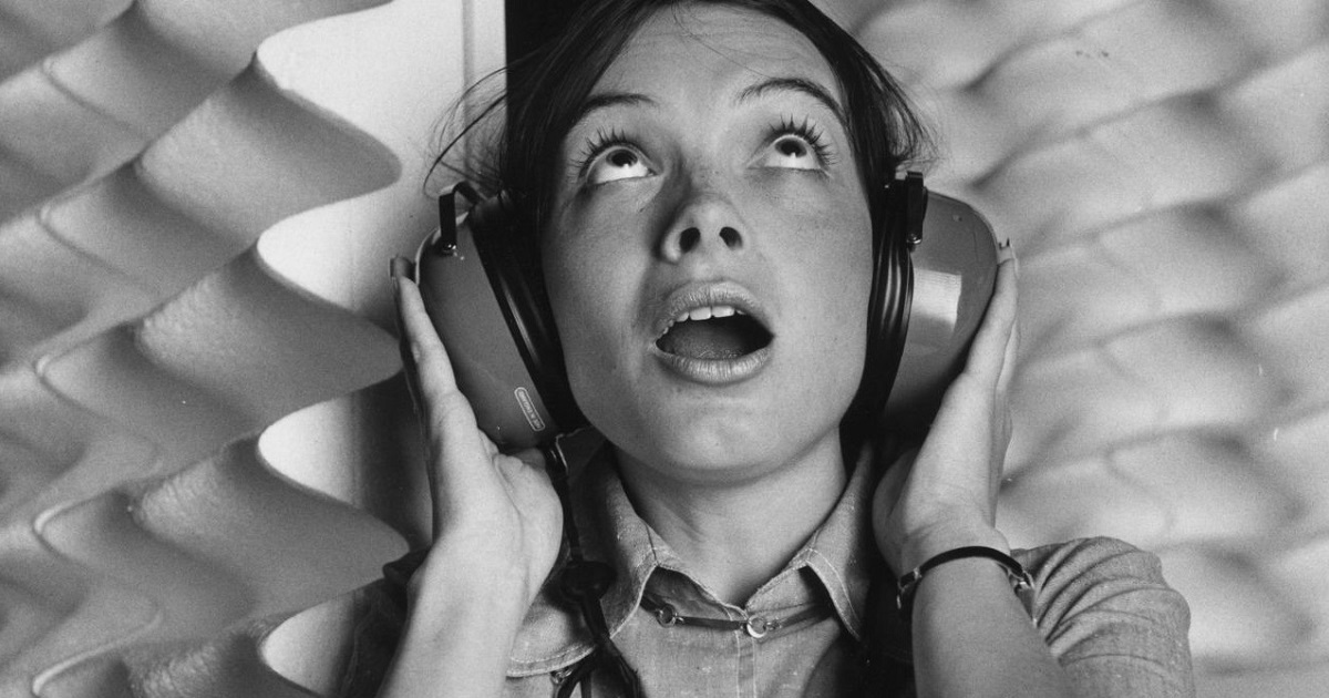 woman-headphones_3_1200x630