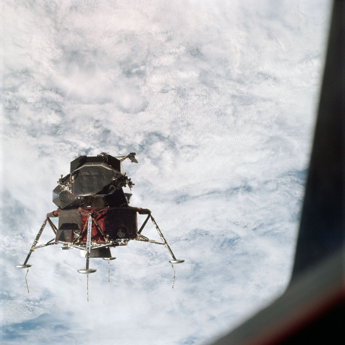 Jeff-Mills_NASA_The-Outer-Limits_Apollo-18 (4)